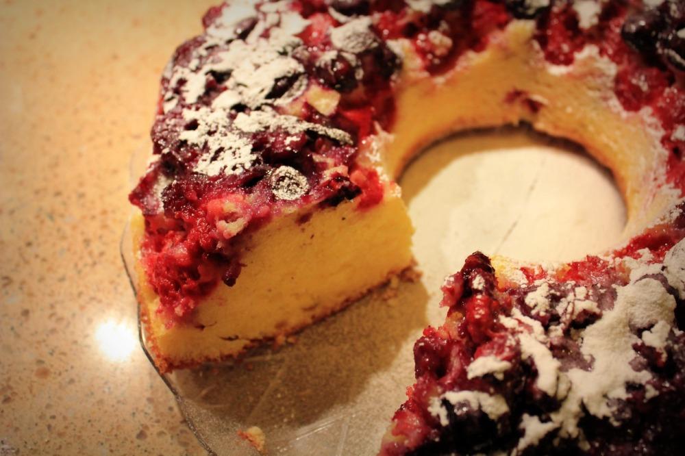 Yoghurt Cake with Berries